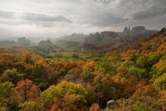 скали-есен-мрачновато